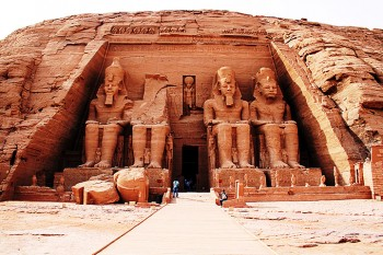 Abu Simbel by bus